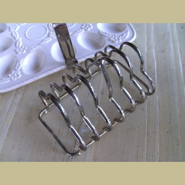 Brocante Keukenspullen : Keukenspullen > Brocante verzilverd toastrekje