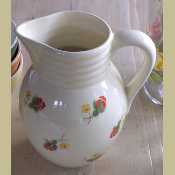 Brocante Keukenspullen : Keukenspullen > Brocante kan met rode en gele bloemetjes