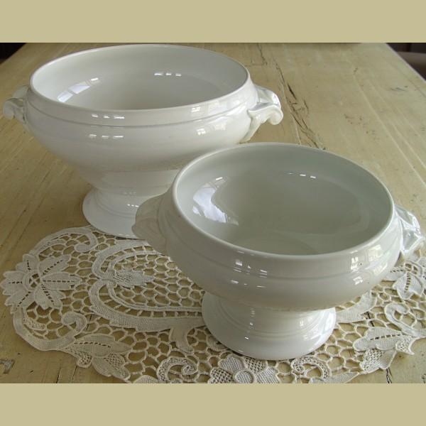 Mooie Keukenspullen : Franse brocante witte terrine met mooie handgrepen – La Brocanti