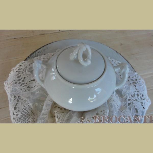 Brocante grote wit porseleinen suikerpot   La Brocanti