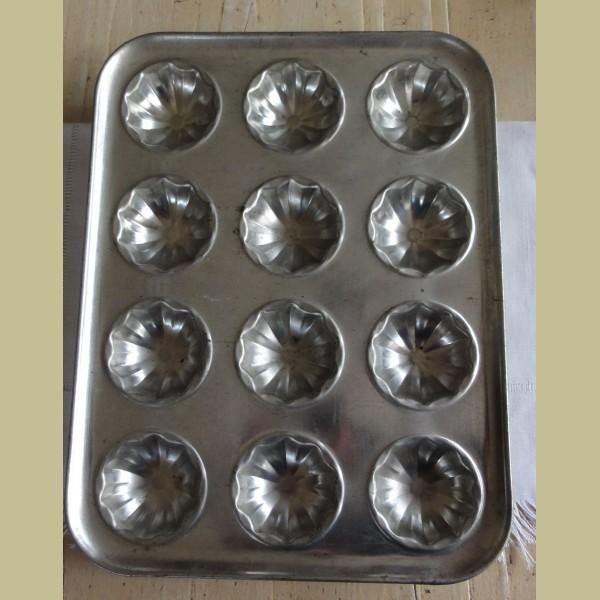 Brocante Keukenspullen : Keukenspullen > Brocante bakplaat voor 12 cakejes