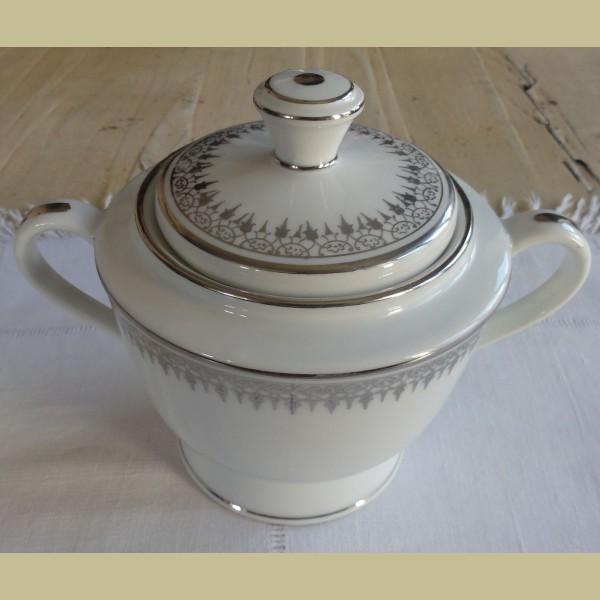 Grote Franse brocante suikerpot wit met zilver   La Brocanti