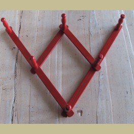 Rood brocante houten kapstokje / schaar rekje