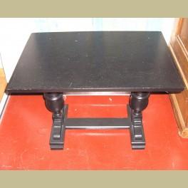Houten tafeltje zwart met bolpoten