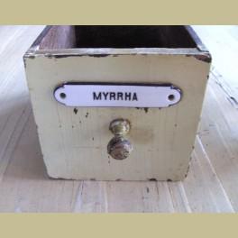 Oude lade van een apothekers kast Mirre Myrrha