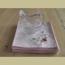 6 Brocante geborduurde servetten met bloemetjes