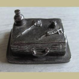 Tinnen koffertje, artsentas 8