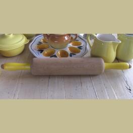 Brocante deegroller met gele houten handvaten