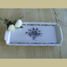Brocante cakeschaal, wit met paarse bloemetjes
