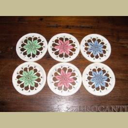 6 Brocante gehaakte pastel onderzetters met glas plaatje