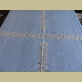 Brocante lichtblauw linnen tafelkleedje, geborduurd