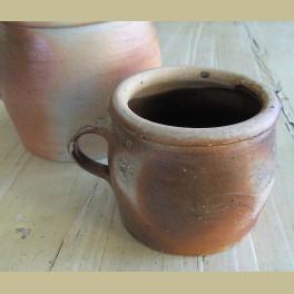 Antieke gres pot met oor