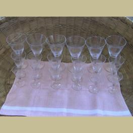 Oude geslepen wijnglazen 18 delig