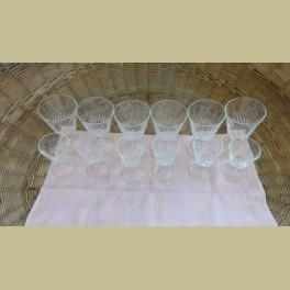 12 Franse brocante wijnglazen met witte bedrukking