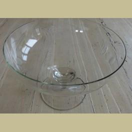 Brocante gegraveerd glazen schaal op voet , bessentakken