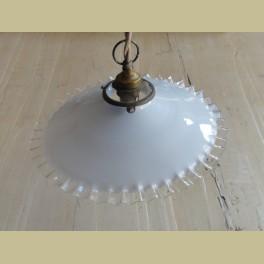 Frans brocante wit glazen hang lampje