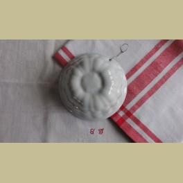 Landelijke wit porseleinen puddingvorm