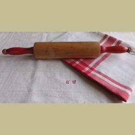 Brocante deegroller met rode houten handvaten
