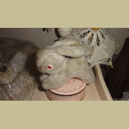 Oud konijntje gevuld met stro