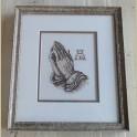 Schilderijtje met geborduurde biddende handen