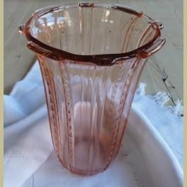 Oude brocante roze glazen vaas