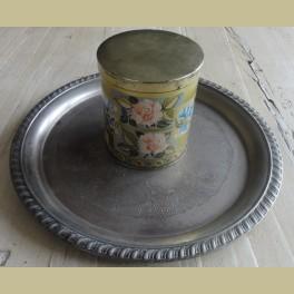 Brocante Engels blikje met roze roosjes en blauwe bloemen