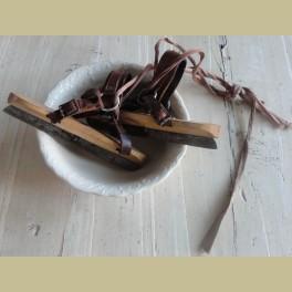 Oude brocante kinder botjes / schaatsen