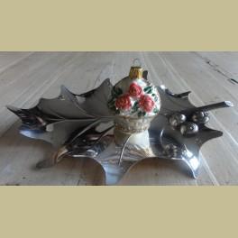 Oude kerstbal bloemenmandje