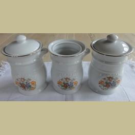 3 kleine wit porseleinen potjes met bloemetjes