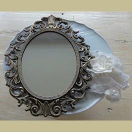 Brocante koperen spiegeltje met bewerkte lijst