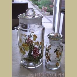 2 Brocante glazen potten met citroenen, narcissen en tulpen