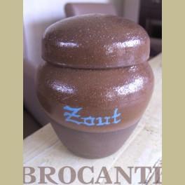 Zeer aparte brocante keramieke zoutpot