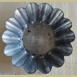 Oude metalen bakvorm, Brioche