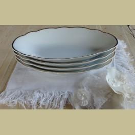 4 ovale wit porseleinen schaaltjes met gouden randjes