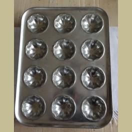 Brocante bakplaat voor 12 cakejes