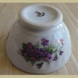 Frans wit porseleinen spoelkommetje met paarse viooltjes
