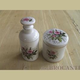 Brocante badkamer accesoires, potje en flesje, roze roosjes