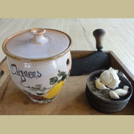 Franse brocante uienpot, Oignons