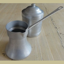 Frans brocante aluminium kannetje met steel