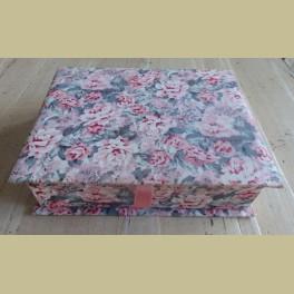Brocante stoffen doosje met bloemetjes