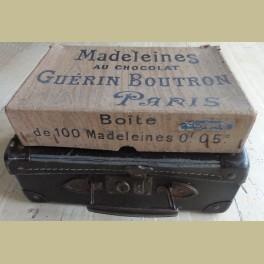 Oude Franse brocante winkeldoos voor madeleines uit Parijs