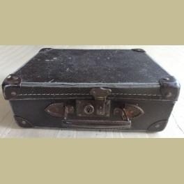 Oud doorleefd Frans bruin koffertje