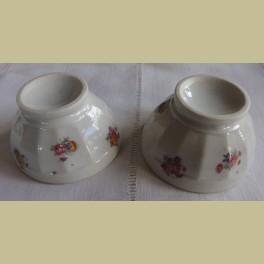 2 kleine Franse brocante spoelkommetjes met bloemetjes