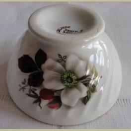 Klein Frans brocante spoelkommetje met bloemen
