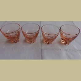 4 Franse roze borrelglaasjes met bewerkte voet