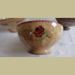Oude Franse beboterde spoelkom met bloemetjes
