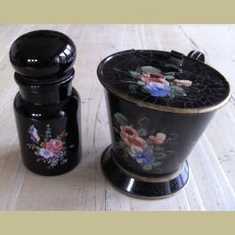 Zwart glazen apothekers pot met bloemen
