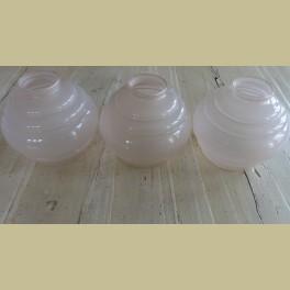 3 identieke oude roze glazen kapjes
