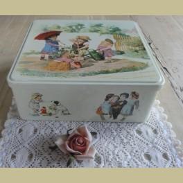 Groot Frans brocante blik met kinderen, Massilly