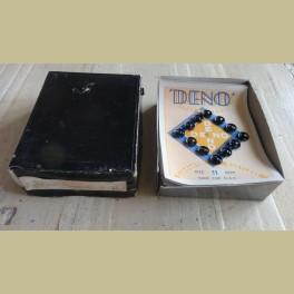 Oud zwart doosje met 9 kaartjes met zwarte drukknoopjes